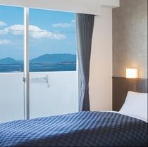 オーシャンビュー:全客室から海が見渡せます。海風を感じながら、景色を満喫してください。