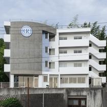 外観:宮島から車で約5分。少し小高い場所にある当館は、観光やビジネスにも大変便利な立地です。