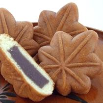 【もみじ饅頭】もみじの形のお饅頭で広島県厳島(宮島)の名産品です。お土産にどうぞ。