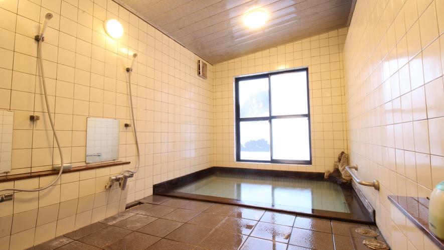 *[大浴場一例]ほのかに香る硫黄の香りと身体の芯まで温まる抜群の保温性は、まさに源泉掛け流し♪