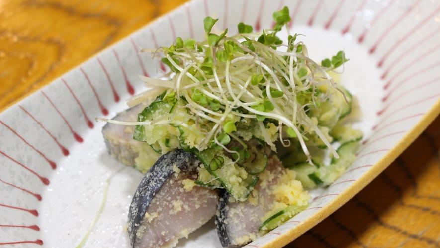 *[ご夕食一例/しめ鯖のからまぶし]大将自慢のしめ鯖にひと手間加えた一品です
