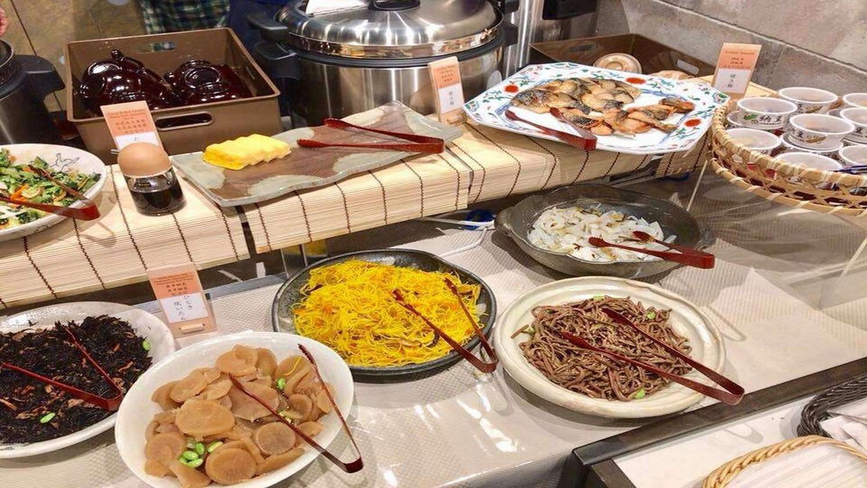 【朝食】煮物、焼き魚など栄養満点のおばんざい