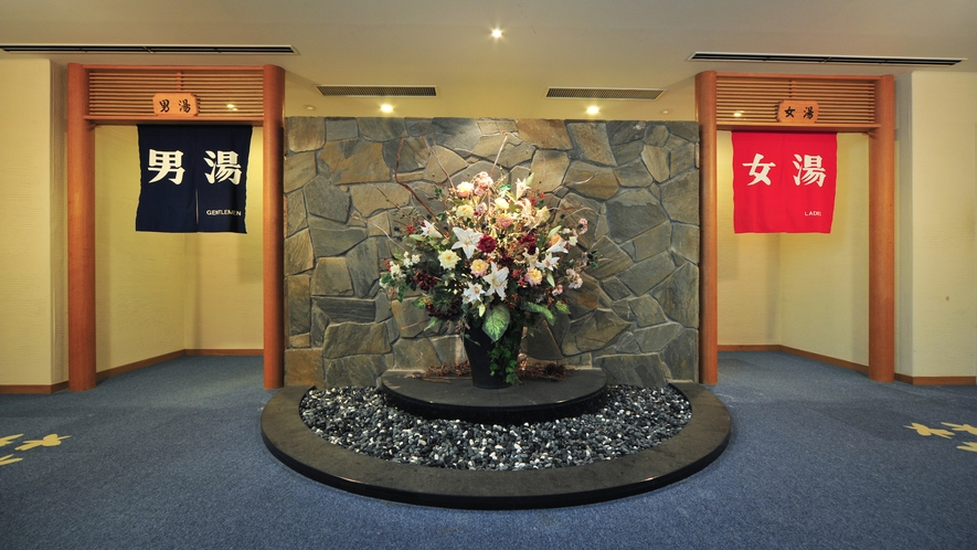 【温泉】榛名山は那須火山帯に属する標式的二重火山です。きめ細かくなめらかな泉質です。