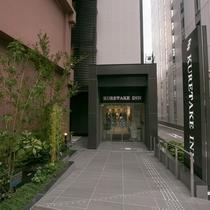 ホテル外観(正面入り口)