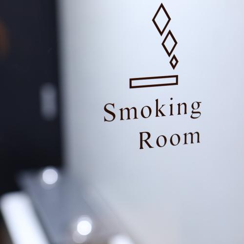 喫煙ブースは1階にございます