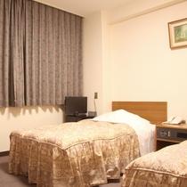 【部屋】ツイン/セミダブル+シングルベッドのお部屋です。