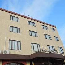 【外観】伊佐市の中心部にあるホテルです。繁華街も近くです!