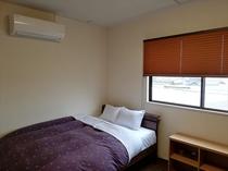 ダブルベッド+2段ベッド個室