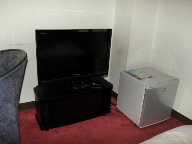 32型ハイビジョンTVとDVDpl,冷蔵庫