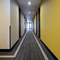 静かで落ち着いた廊下