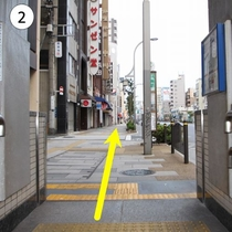 1番出口を出て正面の道を直進