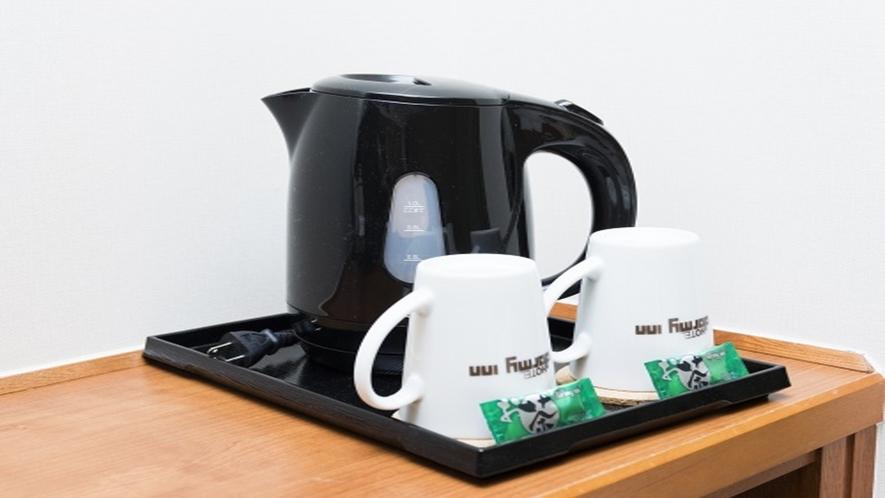 ◆客室備品 電気ポット&マグカップ(緑茶無料)