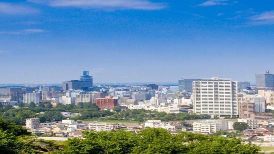 ◆≪仙台市全景≫「杜の都仙台」大自然に抱かれ、定禅寺通等のケヤキ並木が四季折々に街を彩ります。