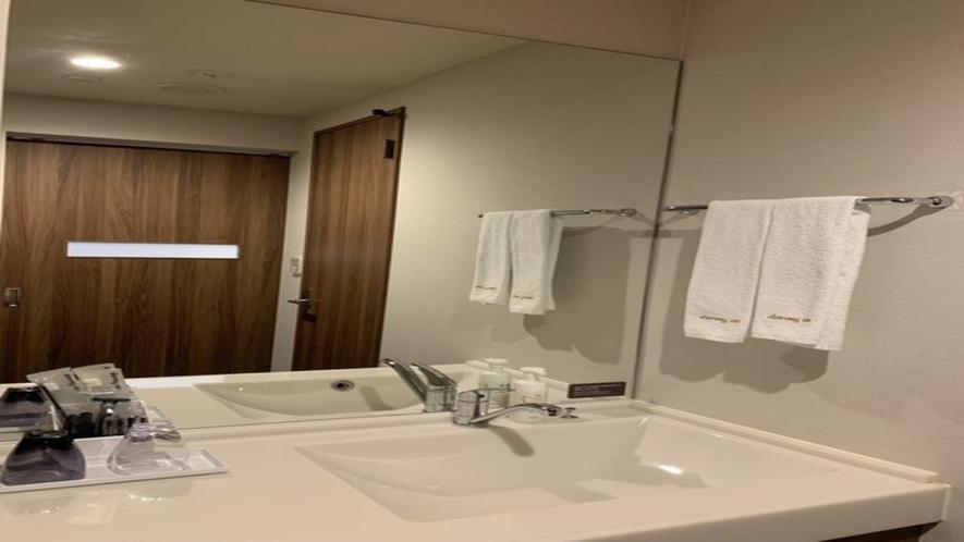 ◆客室洗面台(シンプル&機能的な造りです)