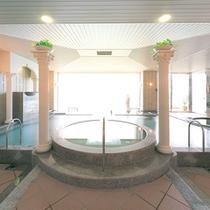 【女性用大浴場】広々としたお風呂での湯あみで日頃の疲れを癒してください