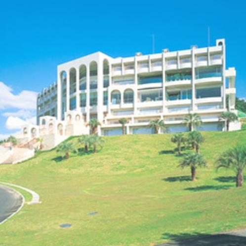 【ホテルシャトー外観】小高い丘の上に建つお城のようなホテル