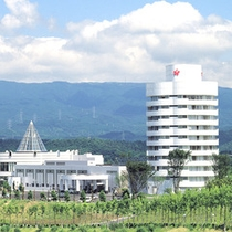 【ホテルアザリア外観】アザリアの花びらをモチーフにしたユニークな円筒型の建物