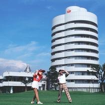 【ホテルアザリア外観】建築家・黒川紀章氏が設計・監修を務めました