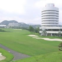 ホテルアザリアの周りには広大なゴルフコースが広がります