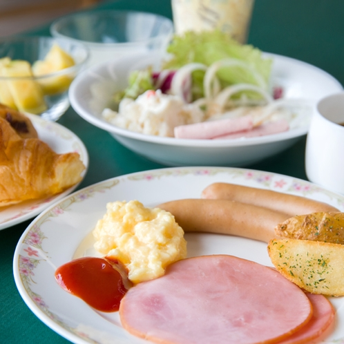 *和洋食を取り揃えたバイキングスタイルのご朝食