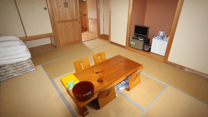 [本館和室] 畳のお部屋でのんびりお過ごしください