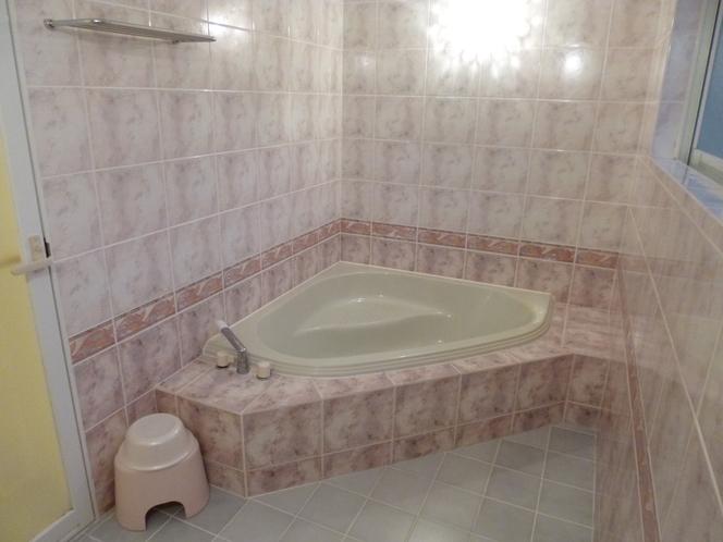 「ツインルーム・ソファーベット・マッサージチェア付き」のお風呂