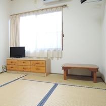 【客室一例】畳のお部屋でホッと一息♪日当たりの良いお部屋です。