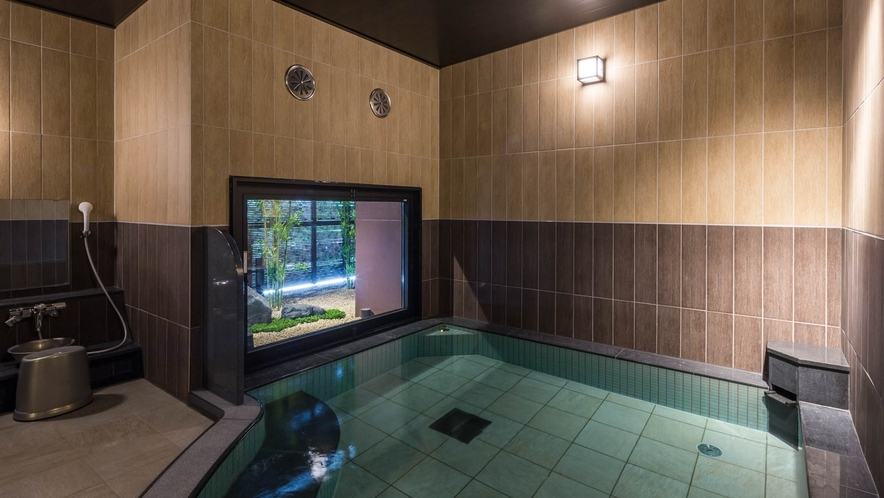 女性大浴場】ラジウム温浴剤により軟水化された、水当たりが軟らかく肌に潤いを与える人工温泉です。