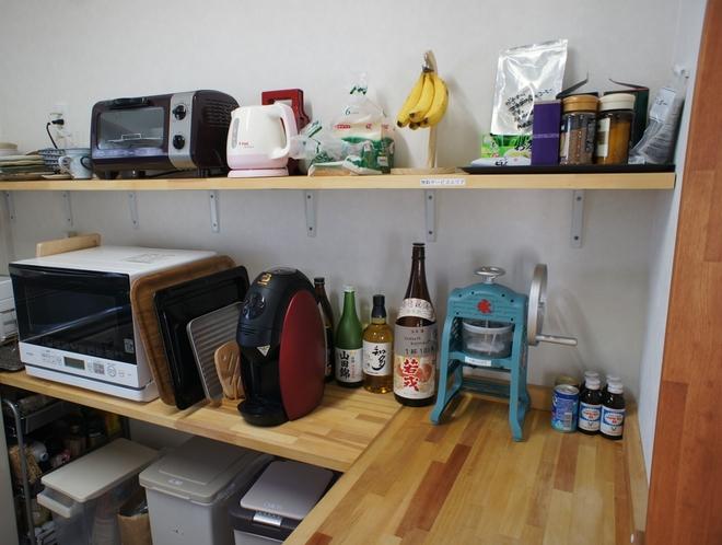 台所棚(コーヒー、紅茶、緑茶無料、食パンなど朝食無料サービス)