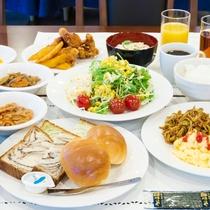 朝食のトッピング例。和洋様々なお食事をご提供させていただいております。