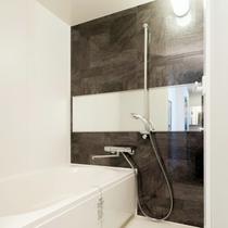 エグゼクティブルームでは広めのバスルームをご用意。洗練されたデザインにてお迎えいたします。