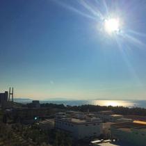 海沿いの爽やかな太陽とともに