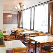 レストラン「トマトハウス」