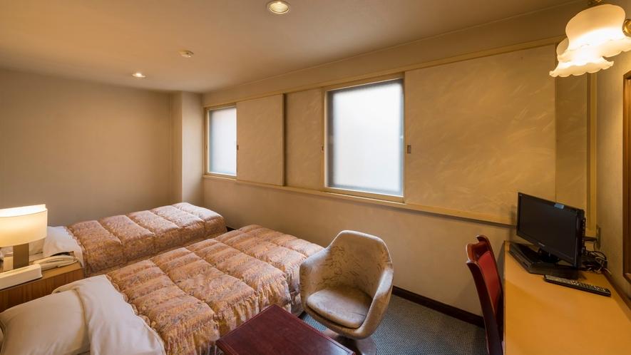 スモールツインルーム。ベッド幅110センチ。