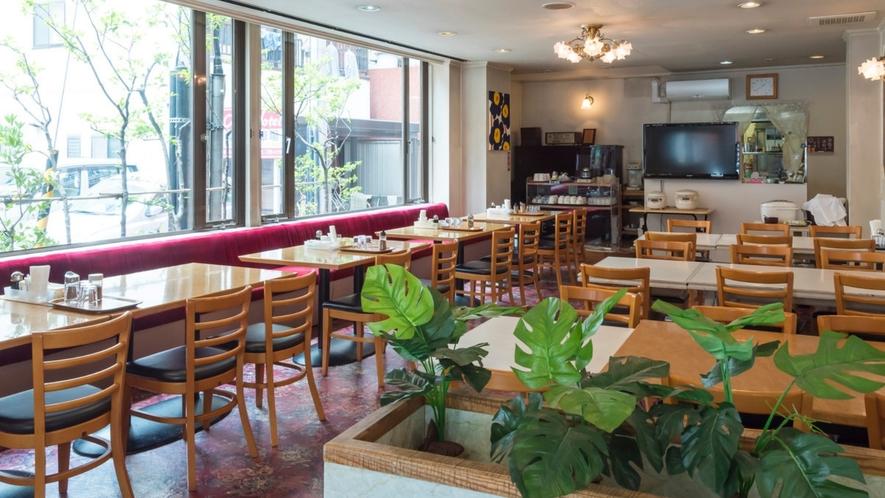 レストラン 「TOMATO HOUSE」 こちらでアットホームなご朝食・ご夕食をご用意致します。