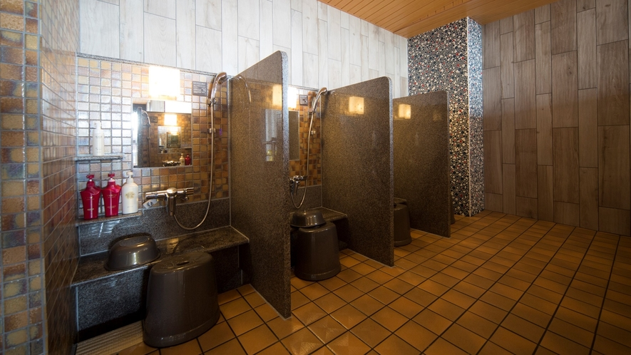♦女性洗い場(カラン8個設置+立式1個)