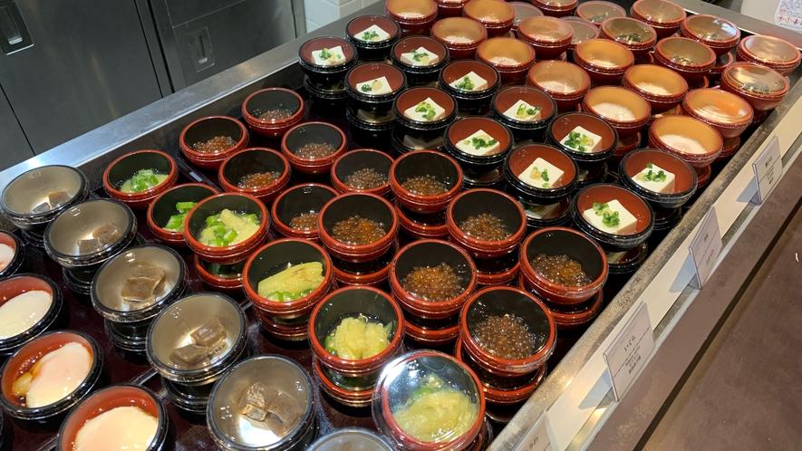 ◆温泉卵からはじめ、色んな小鉢がいっぱい!
