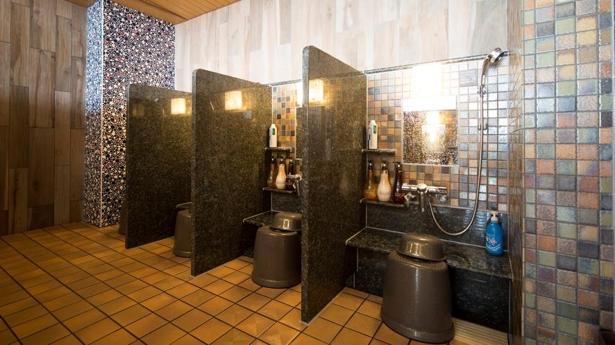 ♦男性洗い場(カラン8個設置+立式1個)