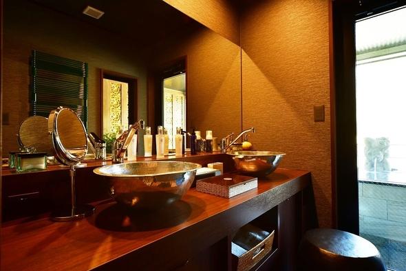 【眺望の間-露天風呂付客室】最上階の露天風呂付きテラスより箱根連山が一望♪