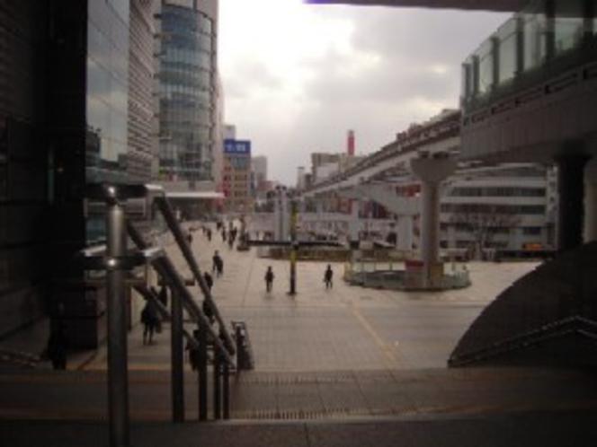 ②小倉駅南口の左側に小倉アイムが見えます