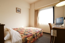 ■客室・禁煙■ベッドはダブルサイズ140cm幅でゆったり