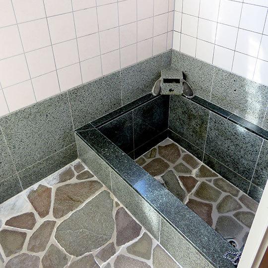 【101 和室】ゆったり浸かる岩風呂付きのお部屋です。