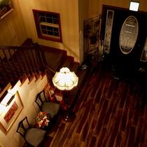 2階からのエントランス風景。