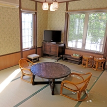 【101 和室】1階にある10畳の和室。段差がなく優しい作りとなってます。(禁煙)