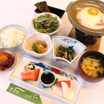 【朝食一例(全体)】和定食をご用意致します。(※写真は一例です)