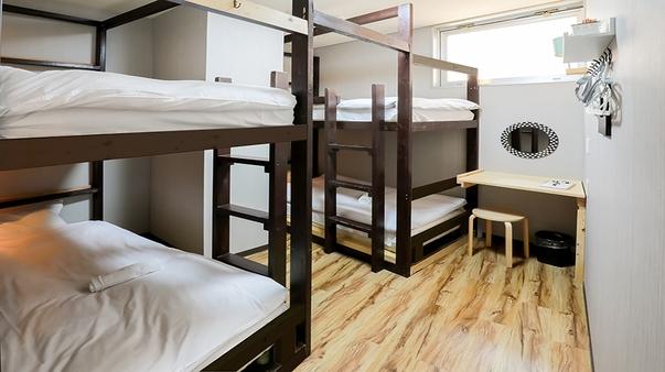 個室 4人部屋(2段ベッド2台)共用バスルーム
