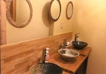 洗面台は身長に合わせて使いやすい高さを選べます。