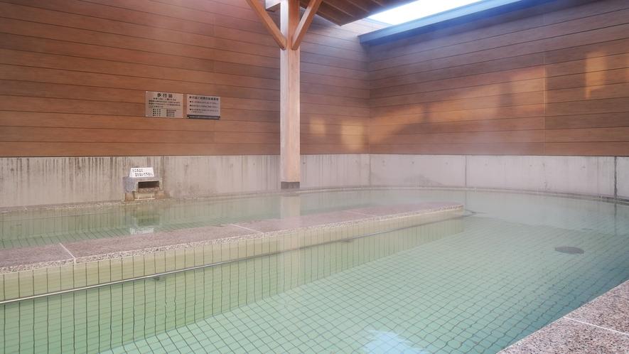 【女湯】広々大浴場では様々な種類の温泉をお楽しみいただけます/写真は歩行湯