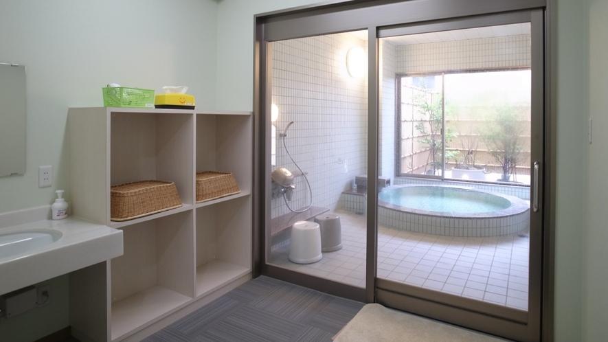【風呂】貸切可能な家族湯もございます/写真は「鳥」(別途有料)