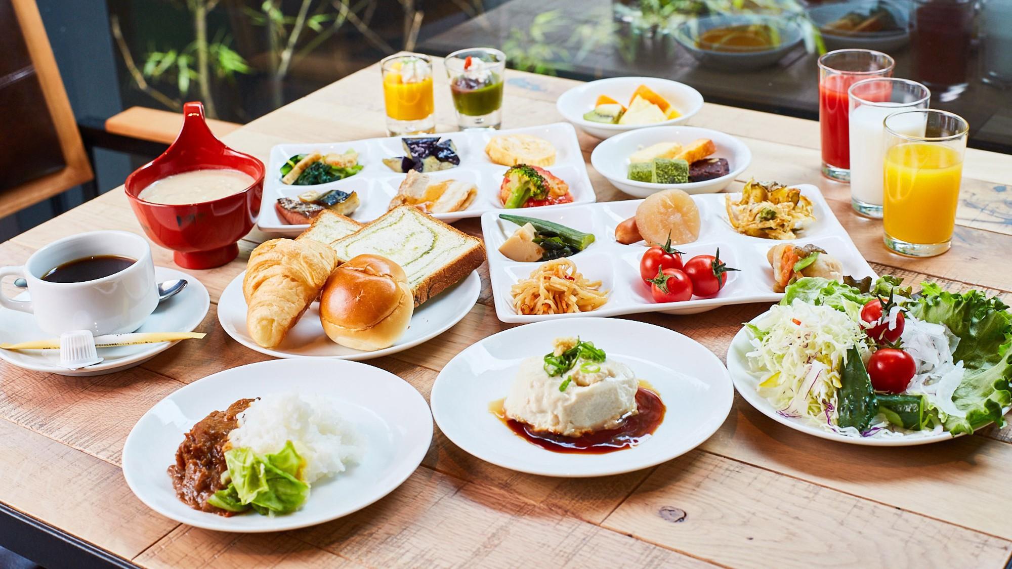 京のおばんざいを含む、約50種類の和洋朝食ブッフェ